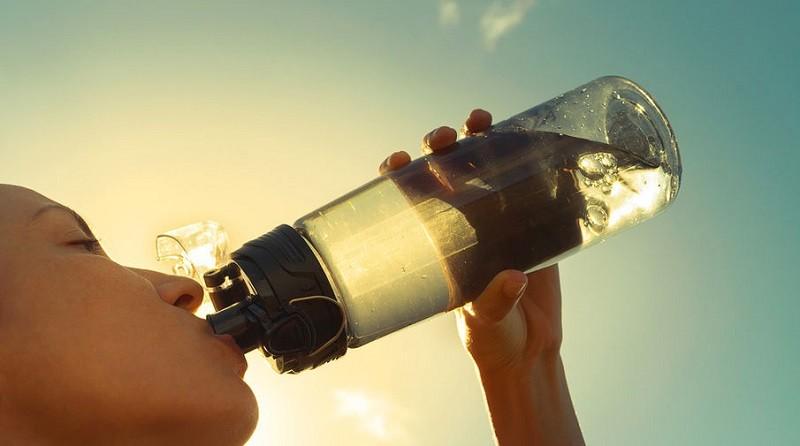 Сколько нужно пить стаканов воды в день, чтобы похудеть, быть здоровым?